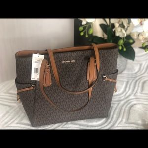 NWT Michael Kors Voyager brown EW Signature Tote